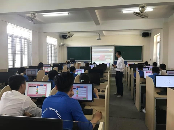 """Đoàn trường Đại học Hà Tĩnh tổ chức chung kết hội thi """"Ánh sáng soi đường"""" cấp Trường năm 2019"""
