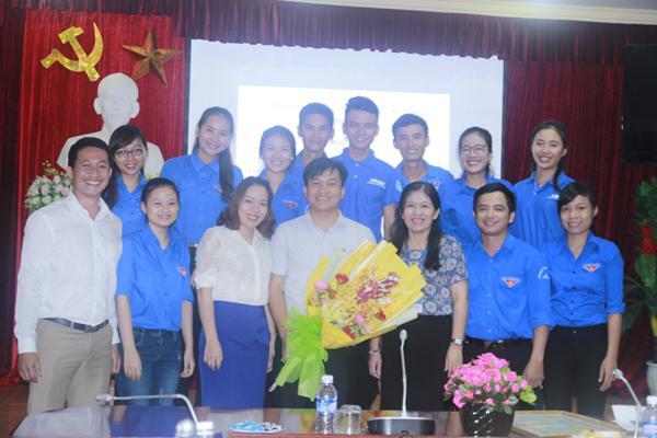 Đồng chí Doãn Hồng Hà – Phó Chủ tịch Trung ương Hội Sinh viên Việt Nam thăm và làm việc với Hội Sinh viên Trường Đại học Hà Tĩnh